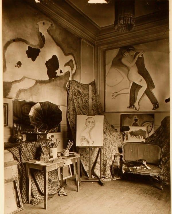Atelier de Kees Van Dongen à la Villa Saïd à Paris, c. 1923 Sont visibles La Chimère-Pie et Le Tango de l'Archange, deux oeuvres appartenant au NMNM. Collection particulière, Monaco © DR