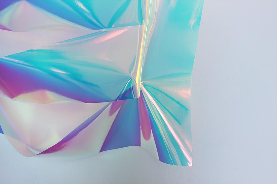 Capucine Vandebrouck, HI ROBERT! (détail), 2014 Plastique radiant, 120cm x 180cm x 20cm © Tous droits réservés