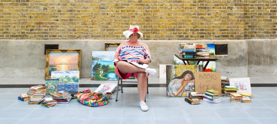 Duane Hanson, Flea Market Lady, 1984/1995 Edition 4/4 (unique editions) Bronze, polychromed in oil, mixed media, with accessories Collection of Gilbert Costes Installation view, Serpentine Sackler Gallery (2 June – 13 September 2015)
