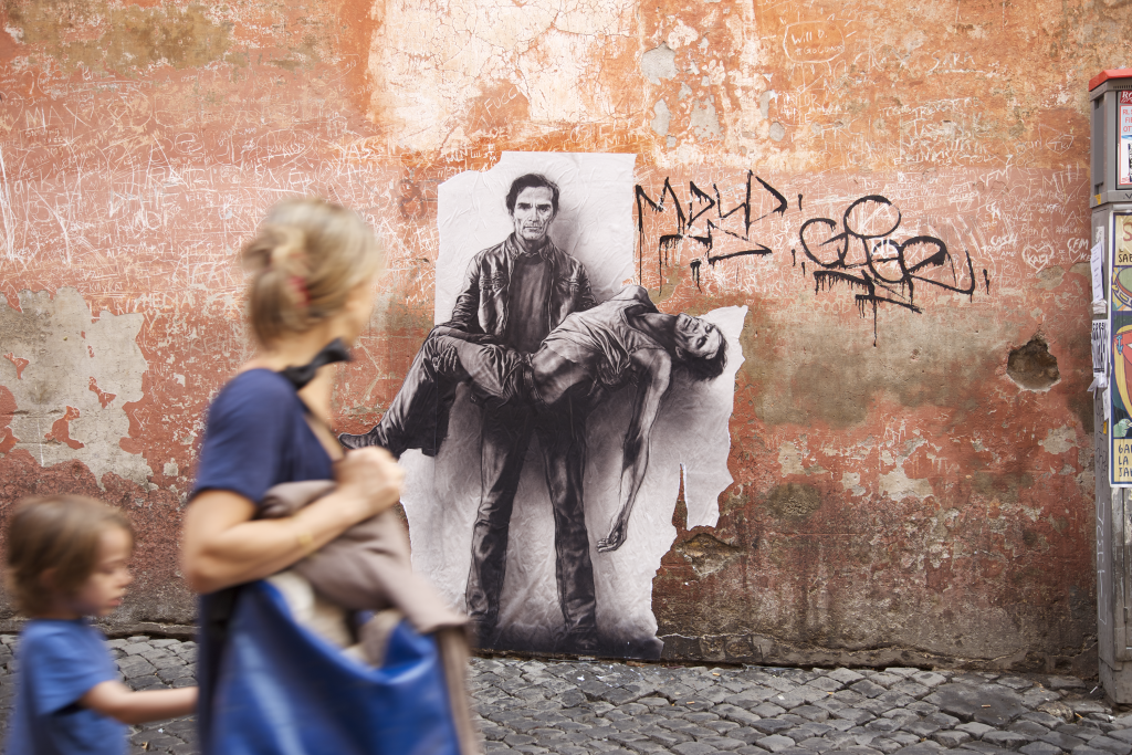 « Si je reviens », Pasolini, Rome, 2015 Sérigraphie en situation © ADAGP, Paris, 2016PASOLINI. 40 ans après son assassinat. Collage à Rome, Ostia, Naples, Matera, Mai/Juin 2015Pasolini 2015