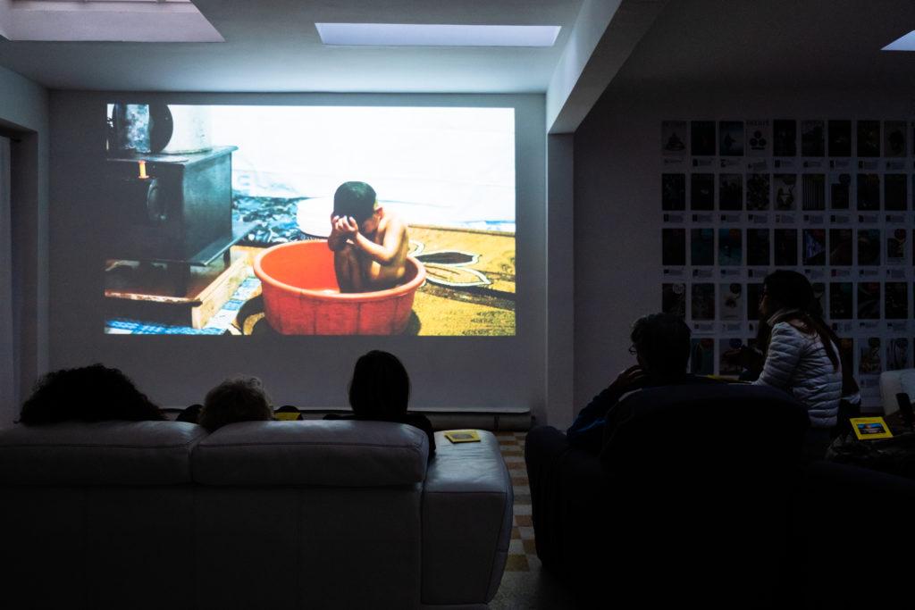 Projection-rencontre avec Kevser Güler, commissaire d'exposition turque au Narcissio, organisée par Claire Migraine / Thankyouforcoming © Philippe Pallanti