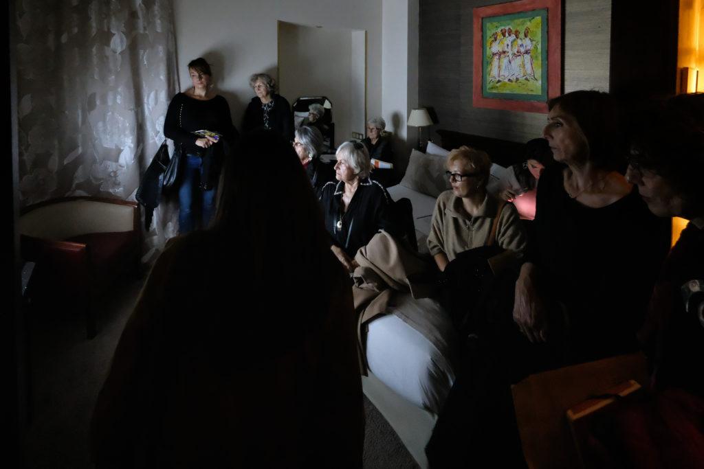 Vidéos à l'Hôtel West End, visite par Bérangère Armand, commissaire d'exposition © Philippe Pallanti
