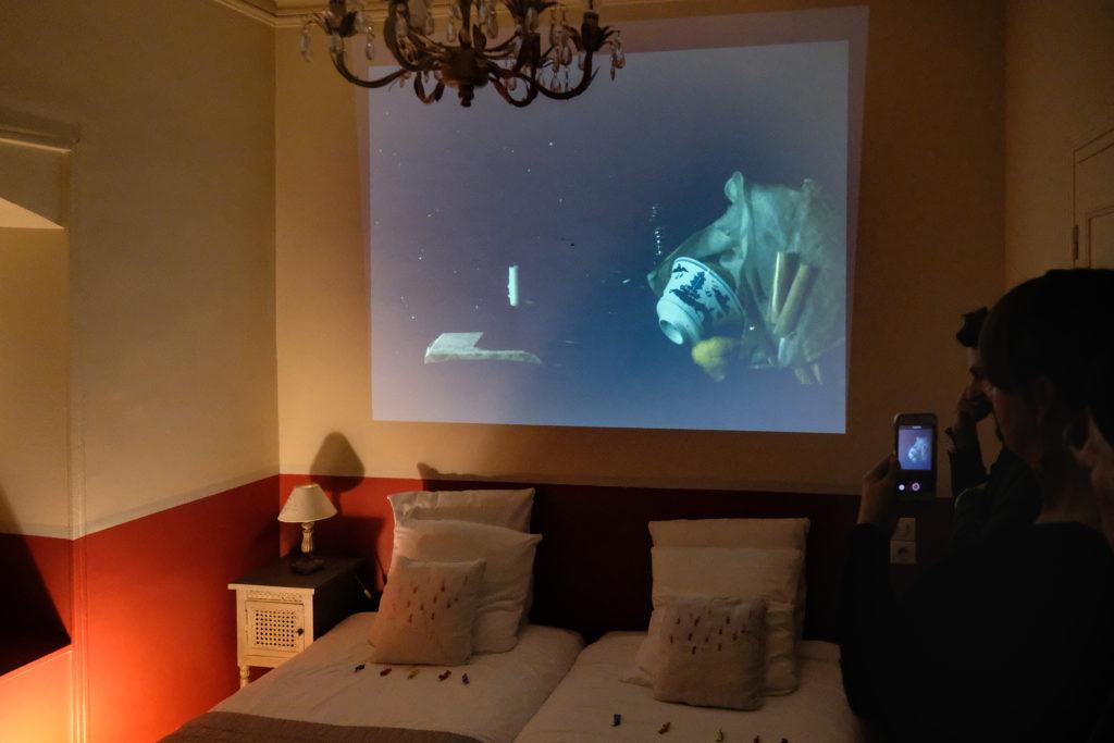 Vidéos de la Villa Rivoli, visite par Laure Flores, directrice du Centre d'Art Fernand Léger, et Christiane Courbon, présidente du MAC ARTEUM, en présence des artistes © Evelyne Creusot