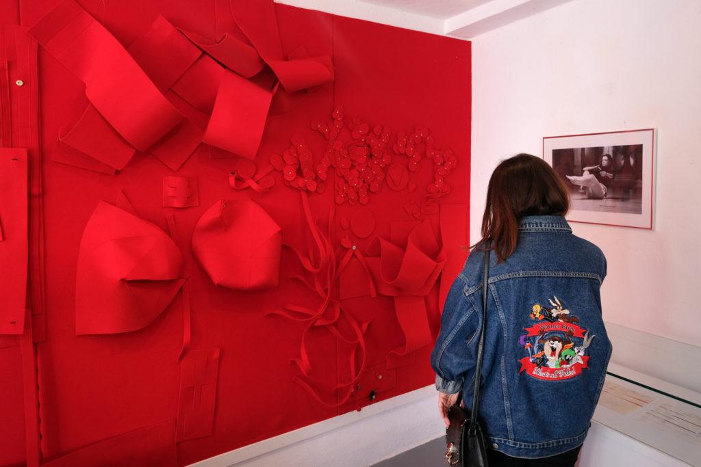 Visite de l'exposition de Lars Fredrikson à l' Atelier Expérimental, par Isabelle Sordage, artiste et directrice du lieu © Philippe Pallanti