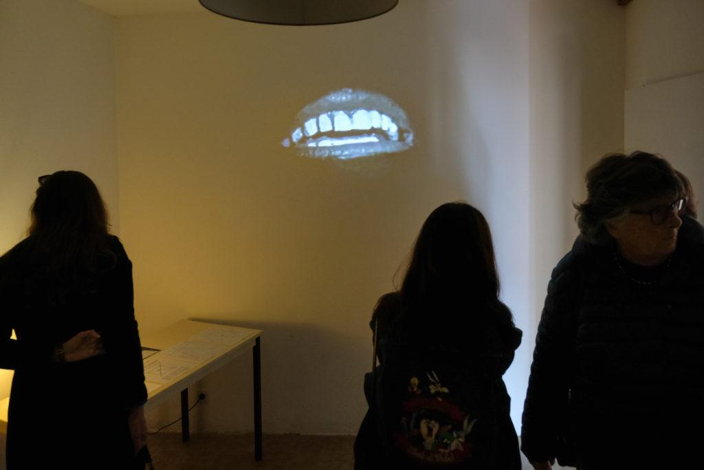 Visite de l'exposition de Lars Fredrikson à l' Atelier Expérimental, par Isabelle Sordage, artiste et directrice du lieu © Evelyne Creusot