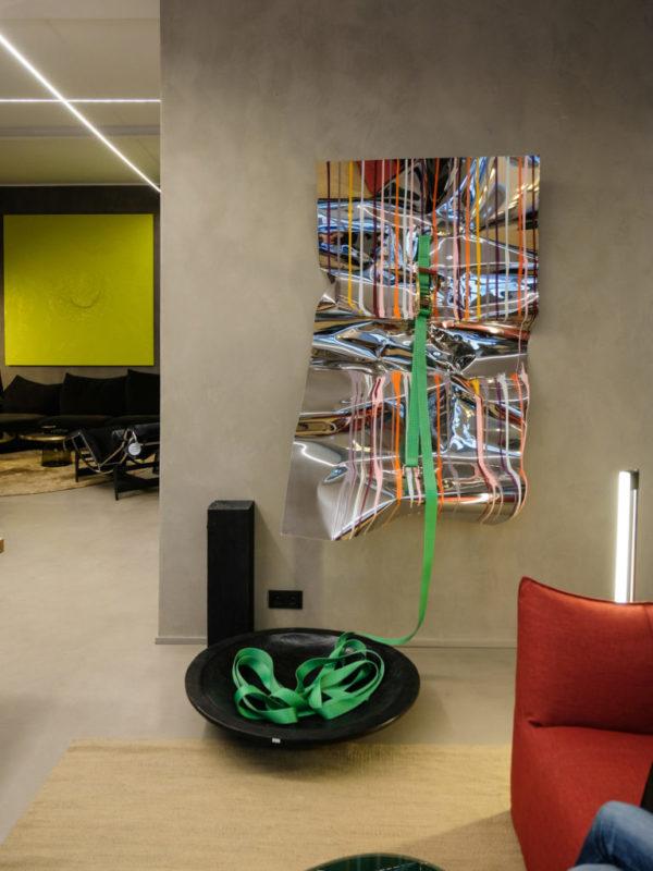 Accrochage des oeuvres de @Cédric Teisseire chez Bel Oeil Interior Design – ex Loft Nice © Evelyne Creusot