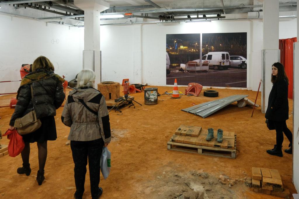 Visite de l'exposition « Par temps de rage », autour de l'artiste Laure Chocheyras à La Station, par Omar Rodriguez-Sanmartin © Evelyne Creusot