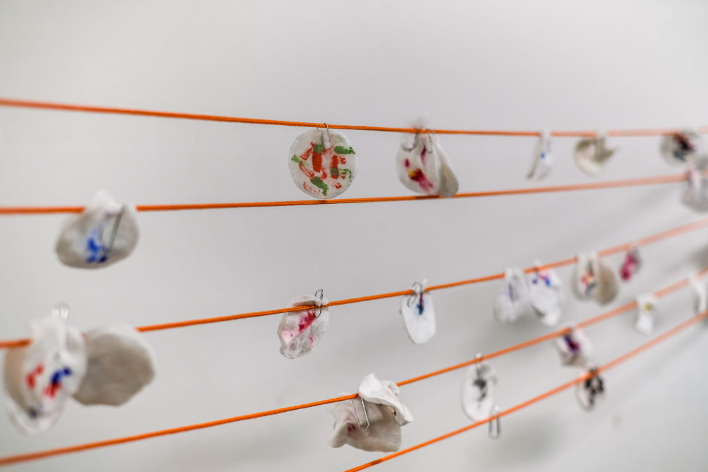 Visite de l'exposition « Par temps de rage », autour de l'artiste Laure Chocheyras à La Station, par Omar Rodriguez-Sanmartin © Philippe Pallanti