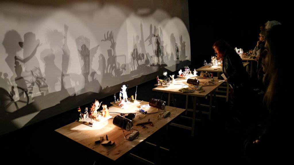 Visite de l'exposition « Variations, les décors lumineux d'Eugène Frey présentés par Joao Maria Gusmao » à la Villa Paloma – Nouveau Musée National de Monaco, par Leslie Astier © Evelyne Creusot