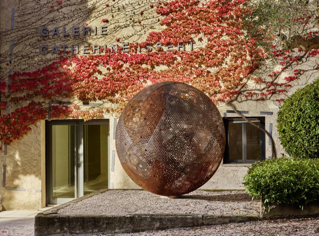 Galerie Catherine Issert, Vladimir Skoda, Sphère de ciel -ciel de sphère. ©François Fernandez. Courtesy de l'artiste et de la galerie Catherine Issert