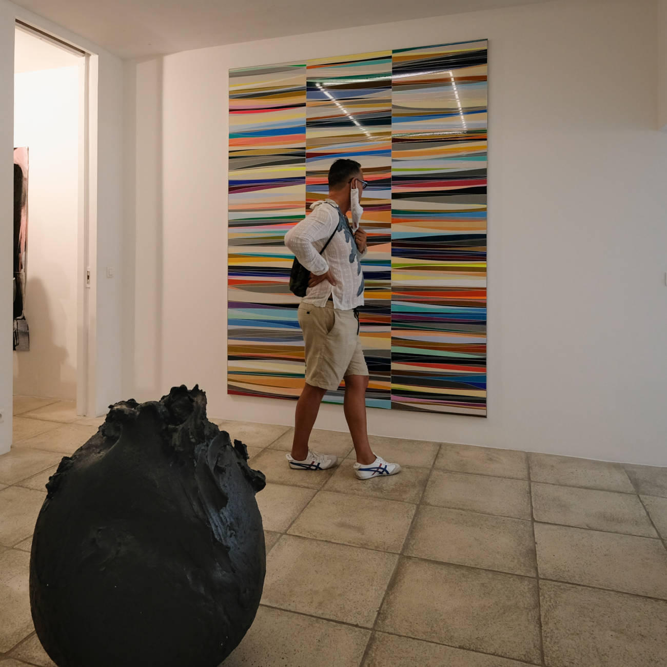 Visite de la galerie par Catherine Issert, directrice © Philippe Pallanti
