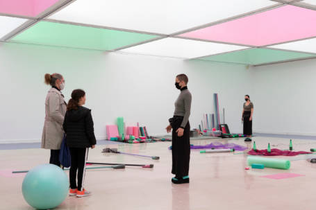 moving things, 2020 - Violaine Lochu & Joao Fiadeiro. Photo Rachael Woodson