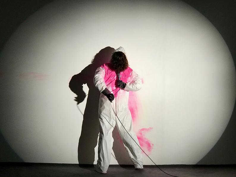 • Pauline BRUN GNA GNA GNA (Live) 2018, performance, 15 min Conception et performance Pauline Brun, Création sonore Diane Blondeau, Dramaturgie Valerie Castan © Yann Cousy-Morchio