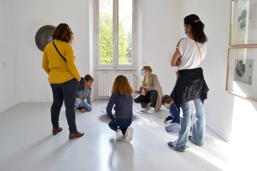 RDV des Tribus dans l'exposition Géométries de l'Invisible (c) photo eac.
