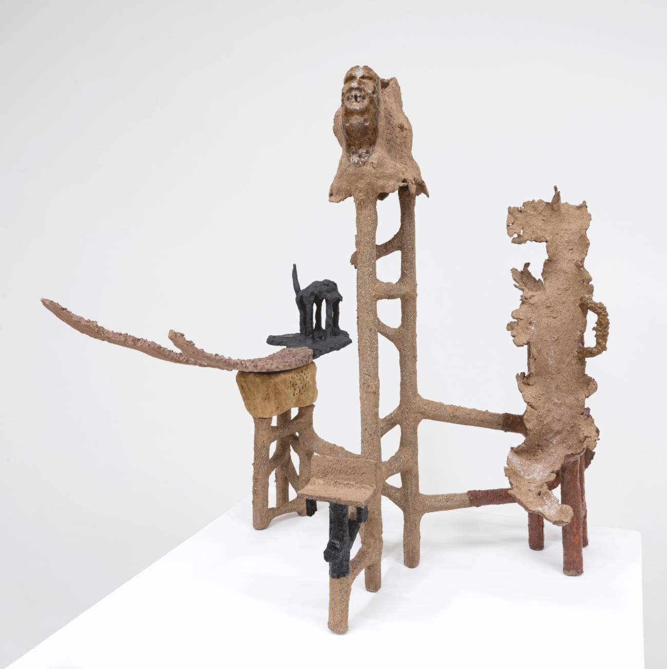 T'ong Jen 2020 Céramique et bois 73 x 68 x 65 cm Courtesy de l'artiste et de la galerie Catherine Issert