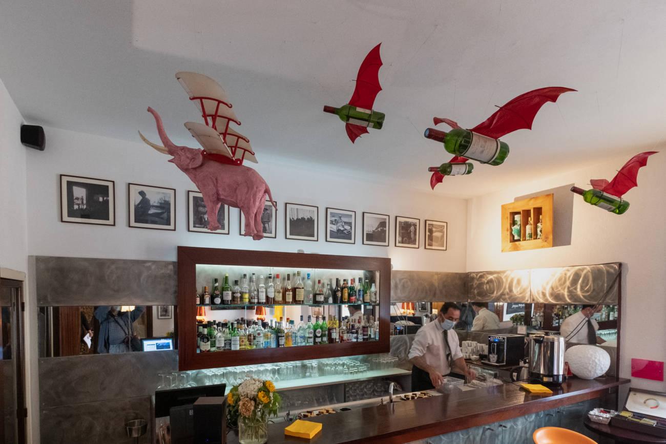 Œuvres de Nicolas Rubinstein, bar de l'Hôtel Windsor © Philippe Pallanti