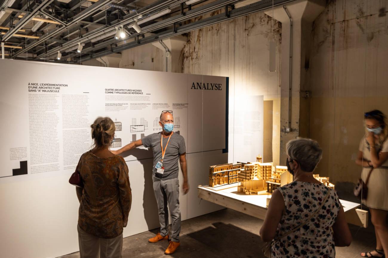 """Exposition """"Labor(ab)atoire"""" au Forum d'Urbanisme et d'Architecture, visite par Yves Nacher, directeur © Evelyne Creusot"""
