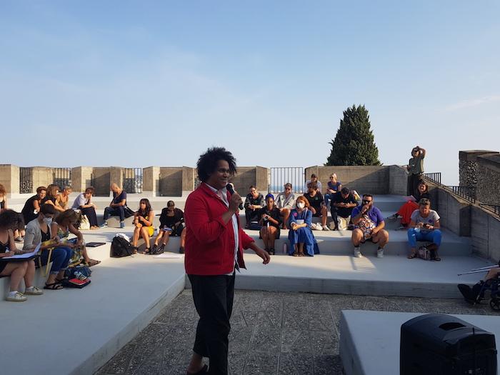 L'Assemblée des Valeurs, 8 et 9 septembre - Villa Arson Assemblée plénière dans l'amphithéâtre extérieur Cédric Fauq © Jérémy Kinderstuth
