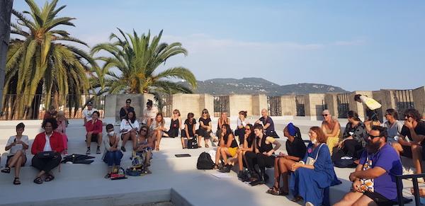 L'Assemblée des Valeurs, 8 et 9 septembre - Villa Arson Assemblée plénière dans l'amphithéâtre extérieur © Jérémy Kinderstuth
