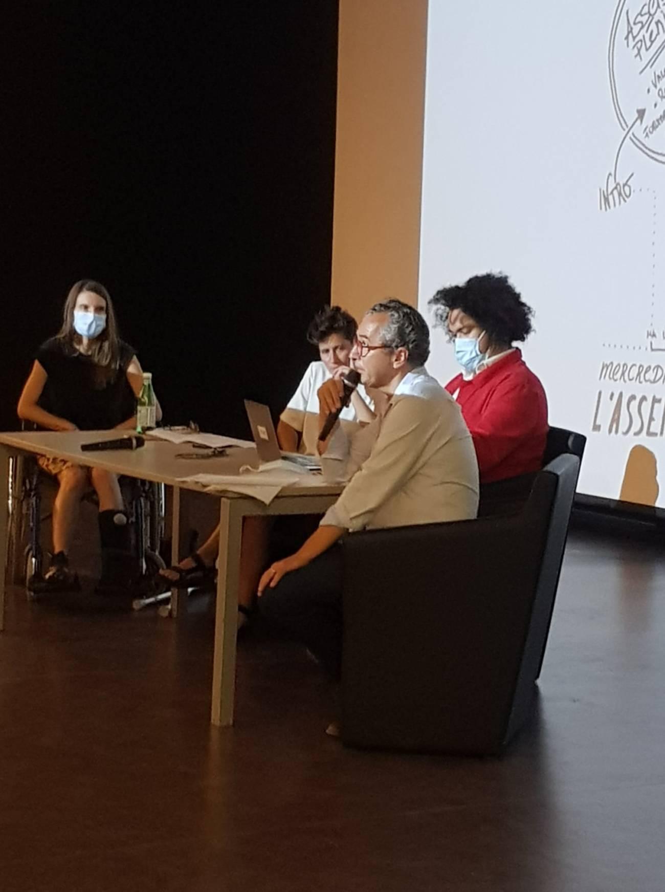 L'Assemblée des Valeurs, 8 et 9 septembre - Villa Arson Assemblée plénière Hélène Guenin (Directrice du MAMAC de Nice et co-coordinatrice de l'Assemblée des Valeurs), Anna Colin (curatrice indépendante et co- modératrice de l'Assemblée des Valeurs), Cédric Fauq (commissaire en chef au CAPC, musée d'Art-contemporain de Bordeaux et co- modérateur de l'Assemblée des Valeurs), Sylvain Lizon (directeur de la Villa Arson) © Elsa Comiot