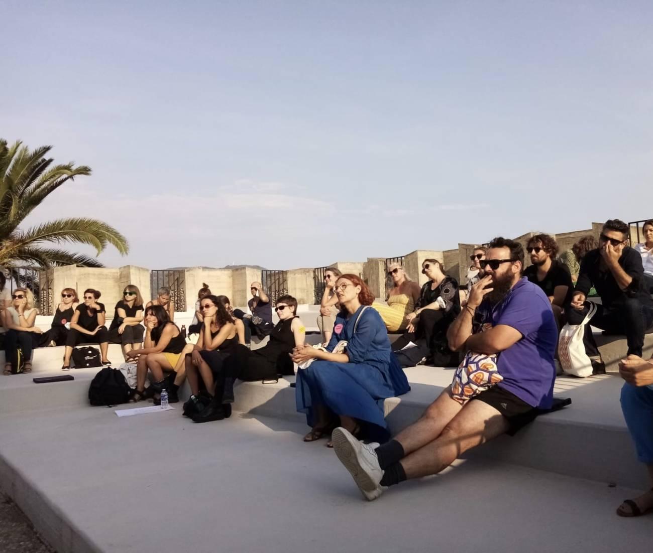 L'Assemblée des Valeurs, 8 et 9 septembre - Villa Arson Assemblée plénière dans l'amphithéâtre extérieur © Hélène Guenin