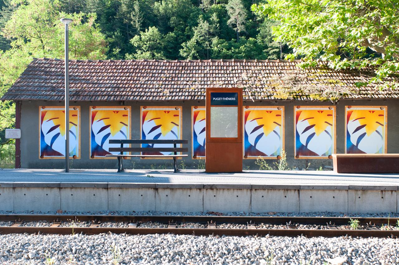 Journal du Train des Pignes - Oeuvre de Sébastien Reuzé à la Gare de Puget-Théniers © Sébastien Reuzé