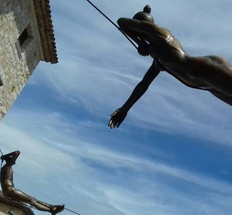 Sculptures de Lavarenne, place du château